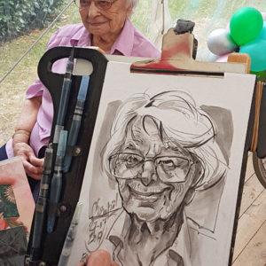 Caricature d'une centenaire